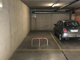Deze autostaanplaats met privatieve berging is gelegen in residentie KAAIZICHT BLOK 2 langs de Houtkaai 11-14 te Brugge. Centrum van Brugge, handelsza