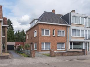 Deze op te knappen gezinswoning bevindt zich in Sint-Andries, op een uiterst vlot bereikbare locatie net buiten het stadscentrum. De indeling op het g