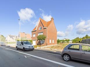 In Poperinge, vlakbij de ring en op wandelafstand van het centrum, bevindt zich deze gezellige woning. Deze woning werd gebouwd in 1955. Op het gelijk