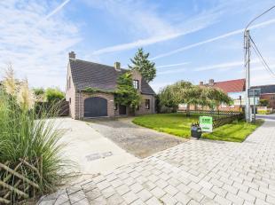 In de bosrijke gemeente Houthulst, op een uiterst commerciële locatie resideert deze prachtige villa. Deze alleenstaande woning is bereikbaar zow