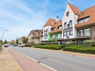 Op nog geen 10 min. wandelafstand van het strand en van het centrum van Sint-Idesbald, bevindt zich dit ruim en zeer lichtrijk appartement met zuid-ge