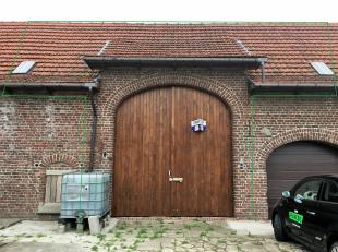 Deze garage bevindt zich in Ieper en is rustig gelegen. Deze ruimte kan u zowel gebruiken als parkeerplaats of al opbergplaats. Deze garage is afgeslo