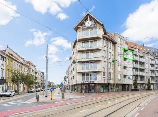Vlak bij strand, Zeedijk, jachthaven en centraal station is dit opvallende appartement gelegen. Het recent appartement is gelegen op het vierde verdie