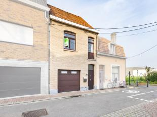 Deze te renoveren woning bevindt zich op een boogscheut van het centrum van Wevelgem en in de nabijheid van winkels, openbaar vervoer en scholen. Het