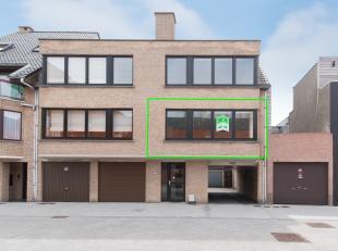 In het centrum van Middelkerke, op 100 meter van de Kerkstraat, is dit instapklare appartement met twee slaapkamers gevestigd. Dankzij de ligging bevi