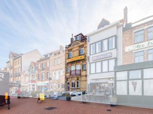 Dit uniek handelshuis met 3 appartementen geniet van een absolute topligging, pal in het commercieel centrum en op wandelafstand van de zeedijk, het b
