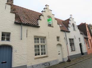 In de bekoorlijke Brugse binnenstad huisvest deze instapklare woning met luxueuze toets. Deze charmante woning heeft in 2008 een volledige renovatie o