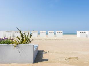 Op een unieke ligging, met het strand voor de deur vindt u dit te renoveren appartement met 2 slaapkamers. Gebruik uw creativiteit en maak er uw parel
