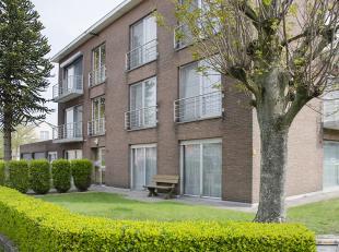 Zeer ruim en licht appartement van 140 m² op rustige locatie. Het appartement beschikt over een inkomhal. Riante leefruimte met afzonderlijke eet