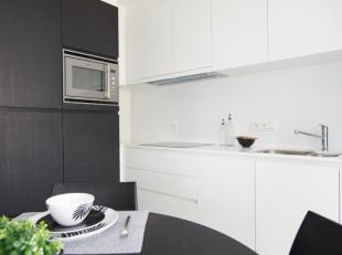 Het appartement bestaat uit een inkom met gastentoilet, badkamer, open keuken met leefruimte, slaapkamer met balkon. Er is een kelderberging en fietsh