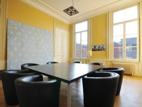 Prachtig kantoor in perfecte staat met klasse uitstraling en respect voor de authenticiteit van het gebouw en zijn geschiedenis. Dit kantoor bevindt z