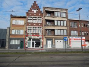 Aan de Bredabaan te Merksem treffen we deze recent gerenoveerde handelsruimte aan. Hier passeren dagelijks duizenden mensen, qua visuele impact is dez