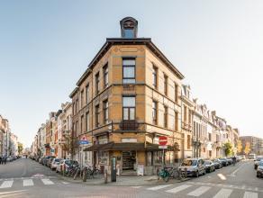 Dit prachtig authentiek hoekpand (+/-240m²) bestaande uit een commercieel gelijkvloers en erboven woning bevindt zich in de mooie Haantjeslei, na
