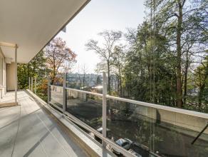 Instapklaar, gunstig gelegen hoekappartement van ca. 126 m² gelegen op de 4de verdieping met zonneterras, 4 slaapkamers, 2 autostaanplaatsen en e