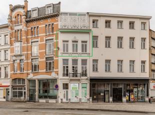 Subliem totaalrenovatieproject van een historisch dubbelhuis uit 1863 in het hartje van Antwerpen. Ideaal gelegen op wandelafstand van het stadscentru