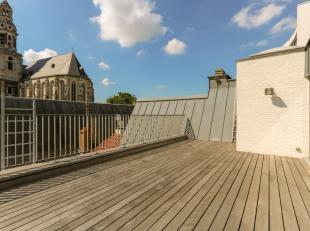 Sublieme duplex penthouse met 1 slaapkamer op een topligging in het hartje van Antwerpen. Ideaal gelegen op wandelafstand van het stadscentrum, het MA