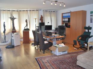 Zeer ruim 2 slaapkamer appartement ±110m² met terras in een kleinschalig gebouw.<br /> Op de Kioskplaats, het bruisende hart van Hoboken,