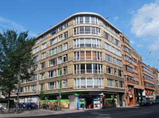 Ruim en volledig gemeubeld appartement (120 m²) met twee of drie slaapkamers gelegen aan één van de belangrijkste invalswegen (Mech