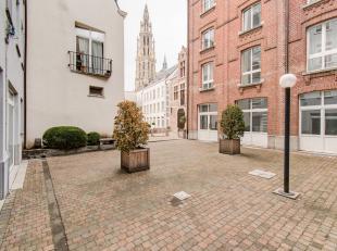 Dit leuk gelijkvloers éénslaapkamerappartement  (ca. 51 m²)  is een onderdeel van een kwalitatief en strak appartementencomplex met