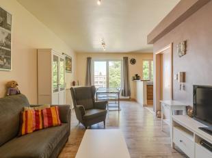 Instapklaar, comfortabel appartement (bew.opp. 62m²) met zeer veel lichtinval op de tweede verdieping van een residentie gelegen vlakbij het cent