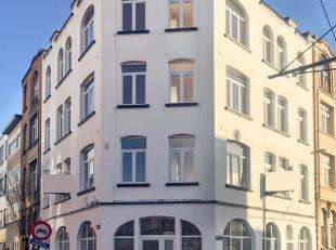 Handelsgelijkvloers gedeeltelijk gerenoveerd in 2018 gelegen in een kleinschalig gebouw vlakbij het Valaar.<br /> <br /> Het handelspand is zeer funct