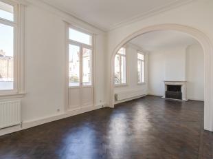 Uniek volledig vernieuwd appartement (bruto bewoonbaar 203 m²) met 3 slaapkamers, 3 badkamers en een uitzonderlijk groot terras (80 m²) gele