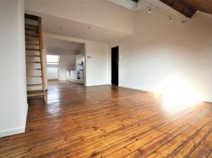 Av. de la Couronne - Dans un petit immeuble sans charges, superbe appartement de +-75m² composé comme suit: un hall d'entrée avec v