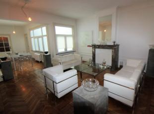 Quartier Sainte Catherine/Dansaert, splendide et lumineux appartement de +/- 110m². Il se compose dun hall dentrée avec espace vestiaire,d