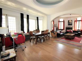 Quartier Saint-Géry/Centre ville , splendide appartement de +/- 120m² composé comme suit: Un hall d'entrée, une cuisine semi