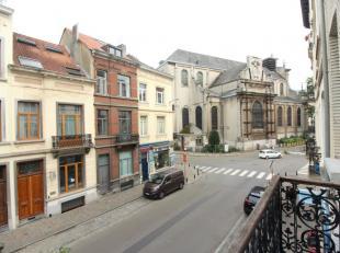 Quartier Châtelain / Splendide appartement 2 chambres de +-85m². Se compose : d'un hall d'entrée, d'un lumineux séjour de +-3