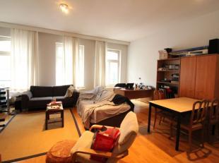 *** VENDU ***Entre la Porte de Namur et la rue du Pépin - Magnifique appartement 2 chambres de +/-95m². Il est situé dans une petit
