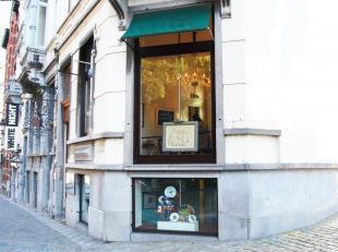 Au coeur du quartier du Sablon - Quartier huppé de Bruxelles et des antiquaires - Beau rez-de-chaussée commercial sur 2 niveaux de +/-16