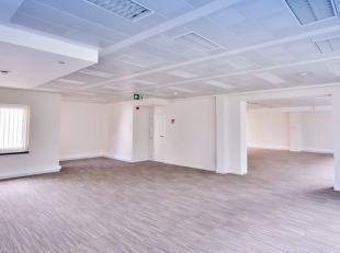 Rue Royale/Congrès - Splendide bureau de +/-479m² au 1er étage. il se compose d'un hall entrée, de 5 bureaux , d'un espace p