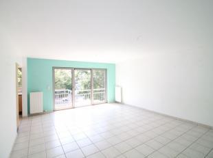 Quartier Miroir/Expo - Lumineux Appartement 2 Chambres +/- 80m² composé d'un hall d'entrée avec placards, lumineux séjour de