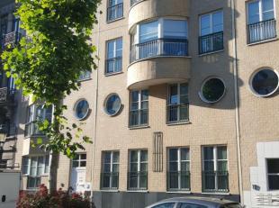 Molenbeek limite Bruxelles Centre - Magnifique appartement de +/- 60m² au rez-de-chaussée d'une petite copropriété. Il est c