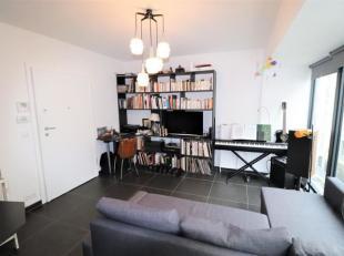 Halles Saint-Gery : Magnifique appartement studio de +/- 30m² comprenant un beau living lumineux avec coin à dormir et espace cuisine supe