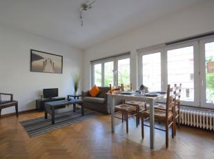 Place Roi Vainqueur - Bel appartement 2 chambres meublé de +/- 70m² - Situé au 1er étage d'un immeuble de 6 étages -