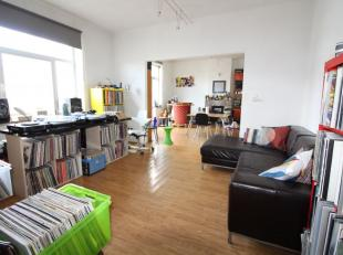 Proche de toutes les commodités, ce lot se compose de deux appartements une chambre pour un total de +/- 125 m². Les deux appartements son
