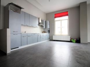 A deux pas de De Brouckère et de Rogier, sur le Boulevard Adolphe Max, splendide appartement 2 chambres de +/-110m² situé au 2&egra