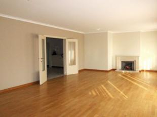 Quartier Roodebeek proche du Shopping Woluwe et de toutes commodités - Magnifique 2 chambres de +/-115m² se composant comme suit: Hall d'e