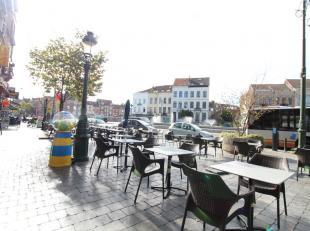 Sur la Place Simonis / Magnifique rez-de-chaussée commercial avec belle et spacieuse terrasse avant(jouissance), actuellement aménag&eac