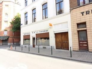 Quartier Blaes : Magnigique maison de commerce et de rapport de +/- 600m² - composé d'un rez-de-chaussé commercial affecté e