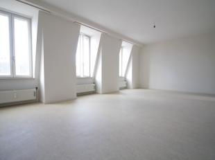 Quartier Anspach / Bourse - Superbe appartement de +-95m² situé au 5ème étage d'un immeuble de 5 étages avec ascenseu