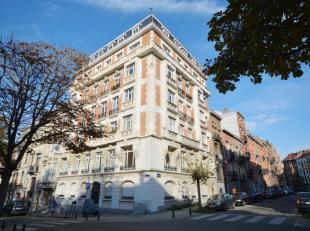Parc Duden - Lumineux appartement 2 chambres de +/- 100m² - Au 1er étage d'un immeuble de 5 étages - Composé comme suit: Un