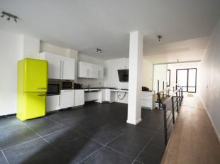 *** VENDU *** Pl. St. Catherine - Bel appartement 1 chambre + bureau de +/- 120m² avec terrasse - Au rez de chaussée d'un immeuble de 3 &e
