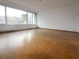 Quartier Madou/CEE/Centre Ville - Spacieux et lumineux appartement de +/- 110m² composé d'un hall dentrée avec vestiaire, un beau e