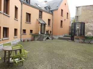 Quartier Bourse/Grand Place - Bel appartement rénové de +/-90m² composé comme suit: Hall d'entrée avec WC sépa