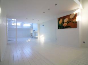 A deux pas de la Place du Sablon, sur la rue de la Regence, splendide appartement 1 chambre de +/- 60m² situé au 3ème étage