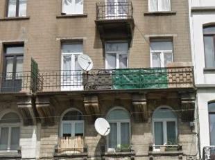 Rue Antoine Dansaert - Quartier prisé - Appartement 2 chambres +/- 65m²  combles à rénover. Actuellement composé, au