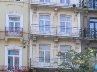 Centre-Ville/Lemonnier - Immeuble de rapport +/-260m² 5 unités composé de 4 logements + commerce reconnus à l'urbanisme - RD